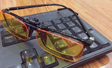 Nên chọn kính không độ thời trang màu hay kính trắng?